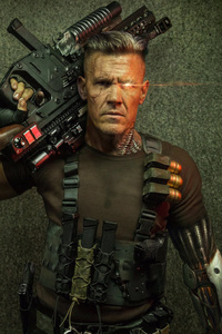 750x1334 Cable Deadpool 2
