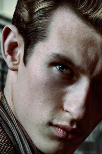 360x640 Callum Turner As Theseus Scamander In Fantastic Beasts The Crimes Of Grindlewald Movie