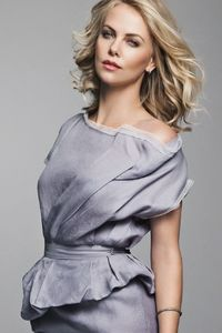 320x568 Charlize Theron 2018