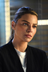 320x480 Chloe Decker As Lauren German In Lucifer 2017