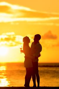 240x320 Couple At Beach During Sunset