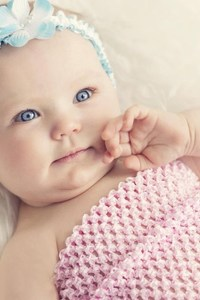 480x854 Cute Baby With Blue Eyes