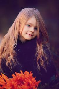 320x480 Cute Little Girl With Flowers