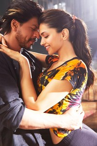 640x1136 Deepika Shah Rukh Khan In Happy New Year Movie