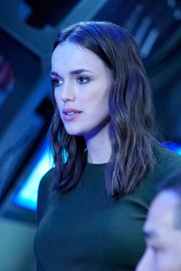 Elizabeth Henstridge Agents Of Shield Season 4