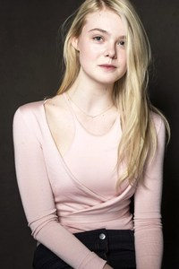 640x1136 Elle Fanning Actress