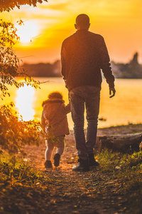 320x568 Father And Kid Walking Towards Lake