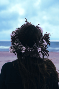320x480 Flower Crown On Head 5k