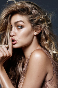 240x320 Gigi Hadid Vogue Netherlands 2018