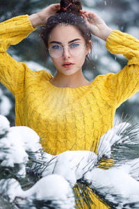 320x480 Girl In Snow Looking At Viewer