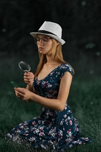 480x800 Girl Looking At Magnifying Glass