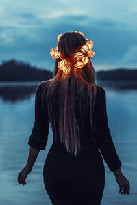 540x960 Girl With Light Crown