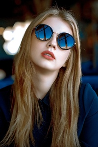640x960 Girl With Sunglasses