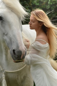 750x1334 Girl With White Horse 5k