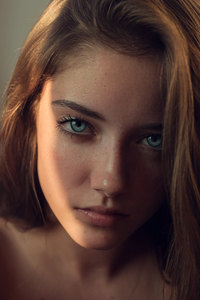 540x960 Gray Eyes Girl Looking At Viewer