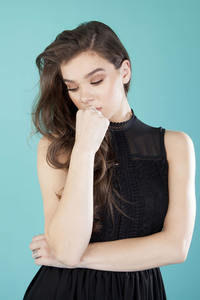 2160x3840 Hailee Steinfeld Alicia Canter Photoshoot