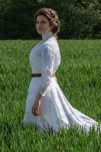 360x640 Hayley Atwell In White Dress