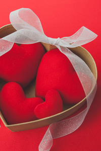 240x320 Heart shaped Red Ribbon Valentines Day