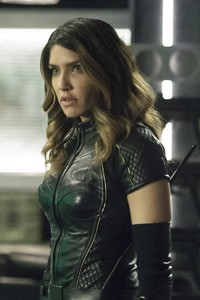 240x320 Juliana Harkavy As Dinah Drake In Arrow