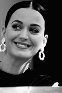 640x1136 Katy Perry Monochrome