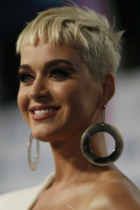 320x480 Katy Perry Smiling