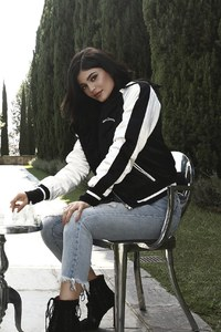 320x480 Kendall And Kylie Jenner Pac Sun