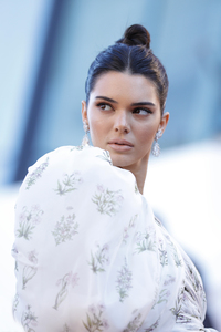 Kendall Jenner In White Dress 2018 5k