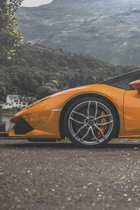 640x960 Lamborghini Huracan On The Road
