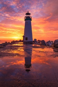 320x480 Lighthouse At Sunsrise