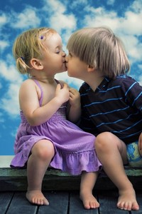480x854 Little Boy Little Girl Cute Kiss