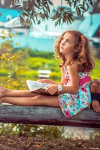 480x800 Little Girl Reading A Book