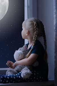320x480 Little Girl Sadly Out Of A Window With A Teddy Bear