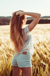 640x960 Long Hair Girl In Field