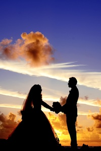 2160x3840 Maldives Sunset Married Couple