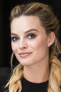 Margot Robbie Beautiful Eyes