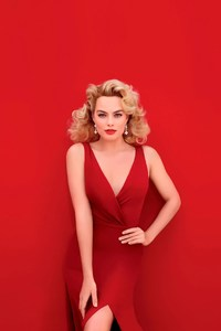 Margot Robbie In Red Dress