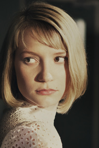 800x1280 Mia Wasikowska The Double Movie