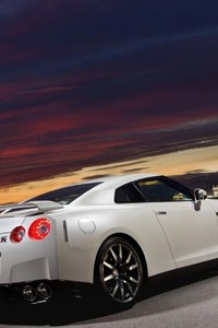 800x1280 Nissan GTR Full HD
