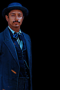 360x640 Riz Ahmed As Hermann Kermit Warm In The Sisters Brothers Movie