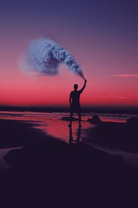 800x1280 Smoke Bomb Person Dark Beach 5k