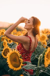 1080x2280 Sunflowers Field Dress Women 4k
