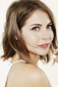 640x960 Willa Holland 2