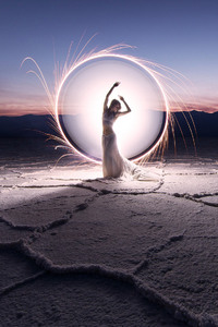 360x640 Women Landcape Light Painting