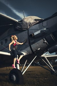 480x800 Women With Planes